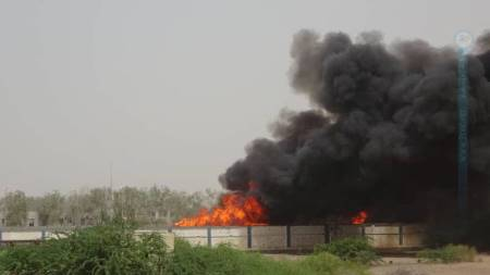 magazzino in fiamme houthi