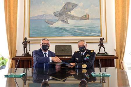 Il rettore Unicampania Giuseppe Paolisso e il Comandante delle Scuole AM Gen. Aurelio Colagrande