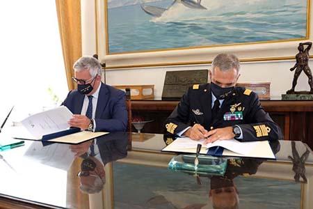 Scuola Specialisti firma accordo quadro AM e Unicampania