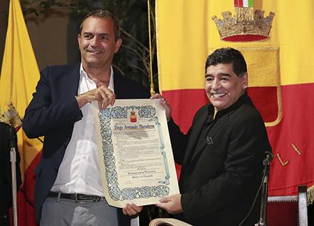 Luigi de Magistris e Diego Armando Maradona
