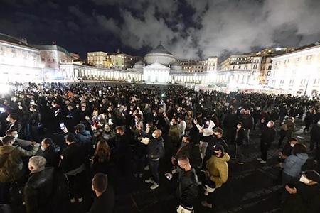 Manifestazione a Napoli contro DPCM