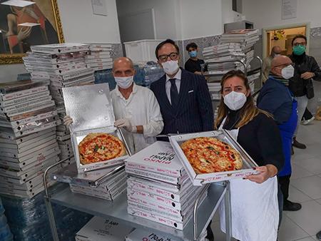 Vincenzo Schiavo con i pizzaioli