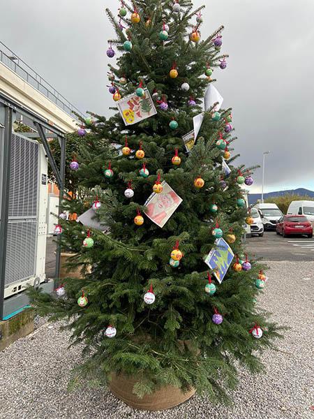 Albero di Natale al Centro Covid Pegaso Prato