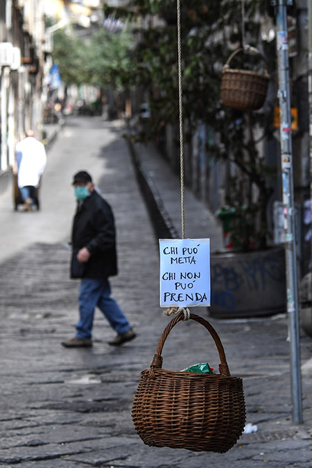 'Panieri della solidarietà' - foto di Roberta Basile e Salvatore Laporta