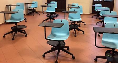 Scuola banchi a rotelle