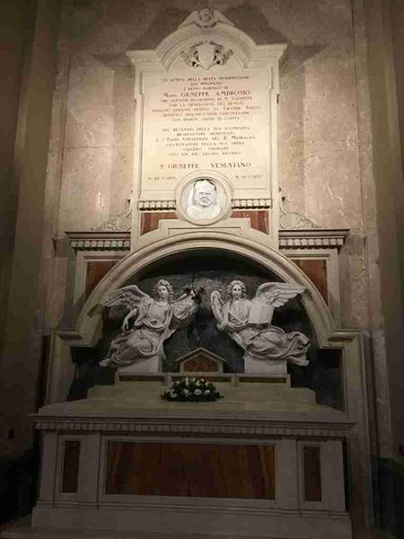 Tomba di Don Giuseppe Ambrosio nel Santuario di San Giuseppe Vesuviano (NA)