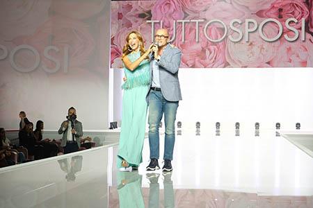 Veronica Maya e Alfonso Signorini sul palco di Tutto Sposi