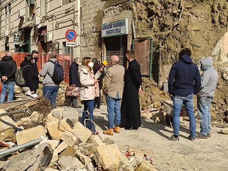Napoli, edificio crollato in via Stella