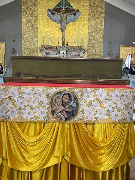 Il Bastone di San Giuseppe esposto alla SS. Trinità di Parete (CE)