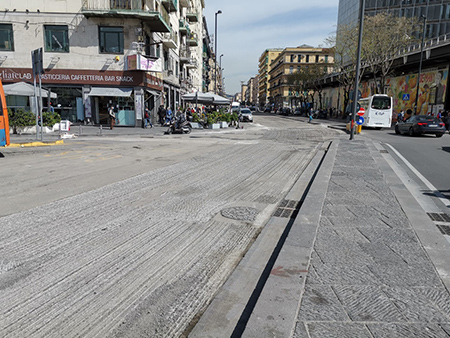 lavori pavimentazione tra piazza Garibaldi e corso Meridionale a Napoli