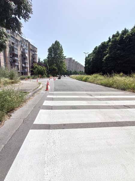 lavori di segnaletica orizzontale a via Ghisleri a Napoli