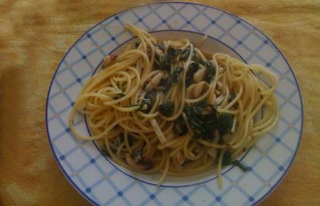 Spaghetti con seppie e bietole
