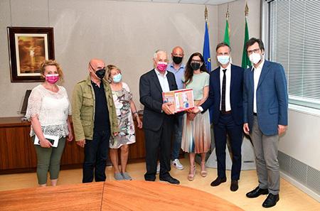 Sindacati consegnano in Consiglio Lombardia 23600 firme petizione RSA