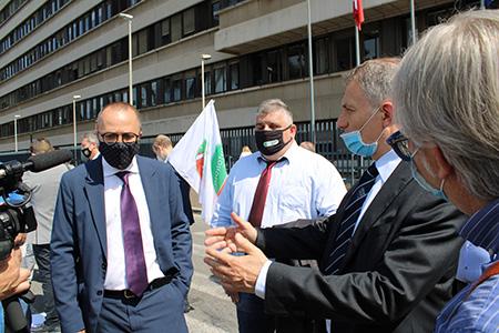 Vincenzo Cimino e delegazione parlamentari REA manifestazione