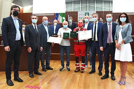 Consiglio Lombardia consegna riconoscimento a Mascetti e Lo Dato