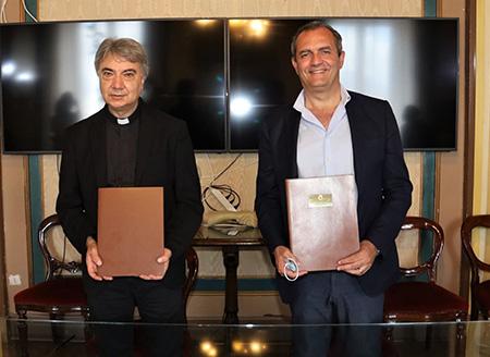 Mons. Domenico Battaglia e  Sindaco Luigi de Magistris