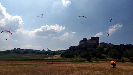 Campionati italiani parapendio 2021 atterraggio a Torrechiara (PR) - foto Barbara Valla