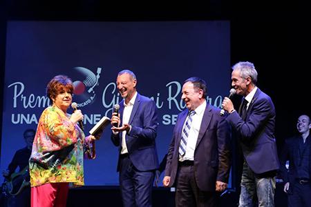 Premio Ravera - Premiazione Orietta Berti con Amadeus - foto Giovanna Gori