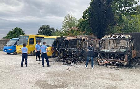 scuolabus incendiati a San Giuliano (PI)